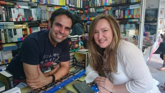 La fantástica Aranzasu Serrano, autora de 'Neimhaim', se pasó a saludar en la FL de Madrid.